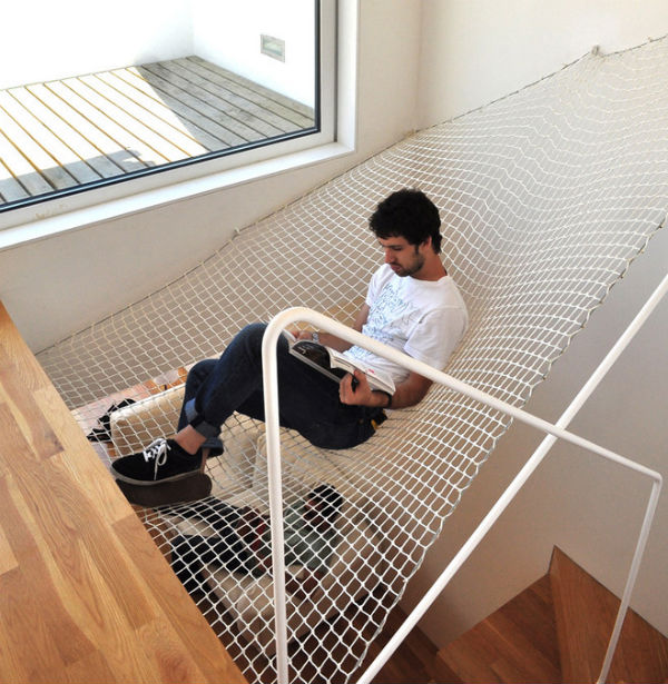 hammock-net-by-ooda-hangs-in-space-thumb (1)